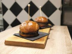 Mason gourmet burger Romanovska janjetina burgeri @Duck Fast Bistro (photo by SZ)