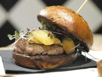 Mason gourmet Rmanovska janjetina burger (photo by SZ)